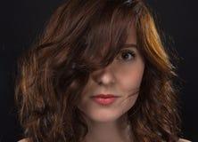 Femme Hirsute Photo belle femme hirsute de brune image stock - image du coiffure