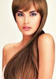 Belle femme indienne avec les cheveux bruns longtemps droits Images libres de droits