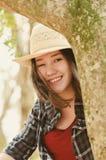 Belle femme japonaise de descendant sur une scène de nature Photographie stock libre de droits