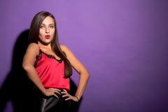 Belle femme modèle dans le studio image libre de droits