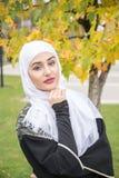 Belle femme musulmane avec le hijab Photographie stock
