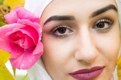 Belle femme musulmane avec le hijab Image libre de droits