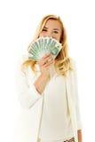 Belle femme occasionnelle tenant l'argent image libre de droits