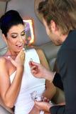 Belle femme recevant la bague de fiançailles Images stock