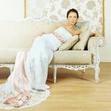 Belle femme - renivellement, coiffure de luxe photographie stock libre de droits