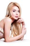 Belle femme sensuelle avec de longs cheveux blonds Photo stock
