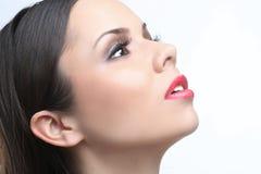 Belle femme sensuelle sur un fond blanc Photo libre de droits