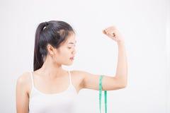 Belle femme sportive avec la mesure Photo libre de droits
