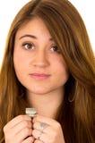 Belle femme superstitieuse tenant un dollar Image libre de droits