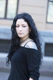 Belle femme tatouée dans la rue Image libre de droits