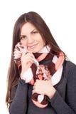 Belle femme tenant une écharpe autour du visage Image stock
