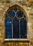 Belle fenêtre arquée avec la peinture en verre images stock