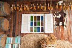 Belle fenêtre en bois avec le verre multi de couleur image libre de droits