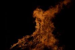 Belle fiamme alte brucianti calde dal falò Fotografia Stock Libera da Diritti