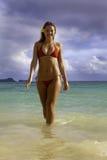 Belle fille à la plage Images stock