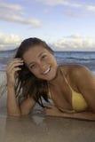 Belle fille à la plage image libre de droits