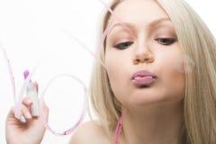Belle fille écrite sur un miroir dans le rouge à lèvres, I Photo libre de droits