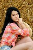 Belle fille appréciant la nature photographie stock libre de droits