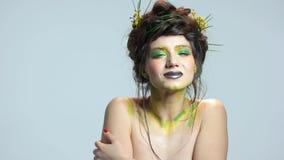 Belle fille, art de maquillage banque de vidéos