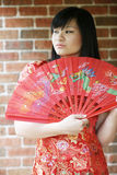 Belle fille asiatique avec un ventilateur Images libres de droits