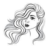 Belle fille avec de longs et bouclés cheveux Photographie stock libre de droits