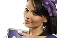 Belle fille avec des favoris de chat photographie stock