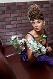 Belle fille avec des fleurs images libres de droits
