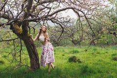 Belle fille avec des fleurs Photographie stock