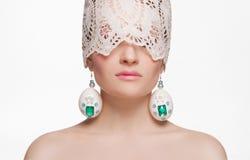 Belle fille avec des oeufs de pâques masque photographie stock libre de droits