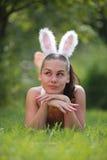Belle fille avec des oreilles de play-boy Photographie stock libre de droits