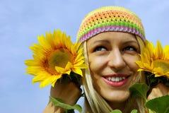 Belle fille avec des tournesols photos libres de droits