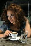 Belle fille avec du café images libres de droits