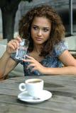 Belle fille avec du café image libre de droits