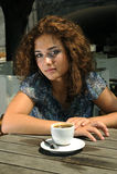 Belle fille avec du café photo stock