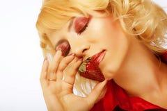 Belle fille avec la fraise Photos libres de droits