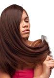 Belle fille avec la longue peignée de cheveu Images libres de droits