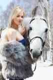 Belle fille avec le cheval Image libre de droits
