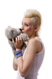 Belle fille avec le cheveu blond et le nounours Photo stock