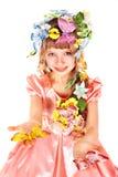 Belle fille avec le guindineau et la fleur. Photos stock