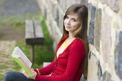 Belle fille avec le livre Photographie stock libre de droits