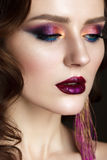 Belle fille avec le maquillage coloré professionnel Images libres de droits