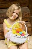 Belle fille avec le panier de Pâques Photos libres de droits