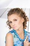 Belle fille avec le parapluie image libre de droits