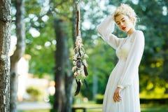 Belle fille avec le receveur rêveur Photographie stock libre de droits