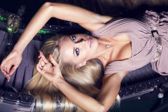 Belle fille avec les cheveux blonds Images libres de droits