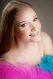 Belle fille avec les clavettes colorées Photographie stock libre de droits