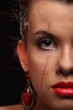 Belle fille avec une cicatrice sur le visage et l'épaule photo libre de droits