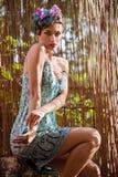 Belle fille avec une guirlande des fleurs Image stock