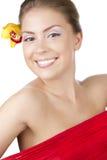 Belle fille avec une orchidée jaune Images libres de droits