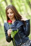 Belle fille avec une rose Image libre de droits